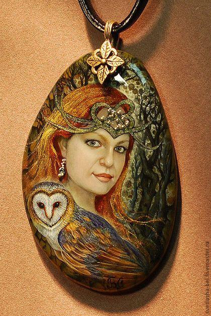 Купить или заказать Эльфийская Ведьма в интернет-магазине на Ярмарке Мастеров. Портрет выполнен по фото... За такой взгляд и цвет волос в средние века сжигали на костре... но неискоренима Ведьма в женщинах, ибо это женская суть, мудрость земли, нечто изначальное, глубокое, святое... пока женщина чувствует в себе Ведьму, она сильна, чтобы творить своё бытие, сохранить, защитить, вырастить... согреть костром своей души всех своих близких и родных..