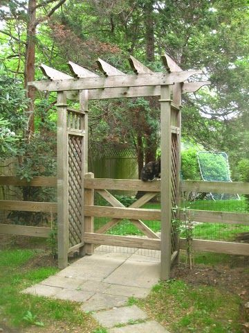 Garden gate arbor  The veggie garden could go in there  keep kids/dogs out
