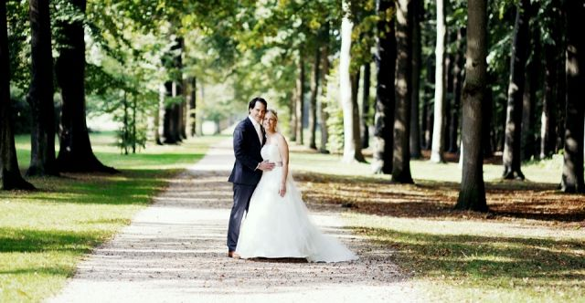 #bruidspaar #bruiloft Trouwen aan het water in Soest | ThePerfectWedding.nl | Fotocredit: Rinke Heederik Fotografie