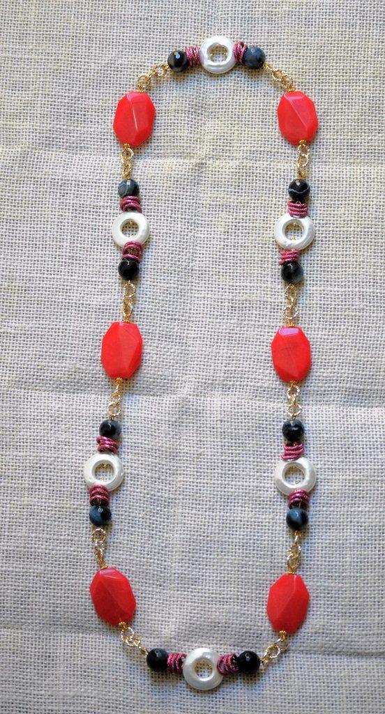 Collana lunga con perle barocche, agata bicolore, resina e catena alluminio , by Bagu Bijoux, 30,00 € su misshobby.com