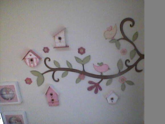 Para as mamães que querem ir além...  este quarto do bebê com o tema borboletas, une praticidade e beleza com muita sofisticação. Este projeto para o quarto do bebê menina, prova que é possível sim usar cores que você jamais imaginou combinar, em um mesmo ambiente.  Preço do ganho, com flores e 2(dois) passarinhos - Preço não incluem as casinhas de passarinho. R$ 327,00