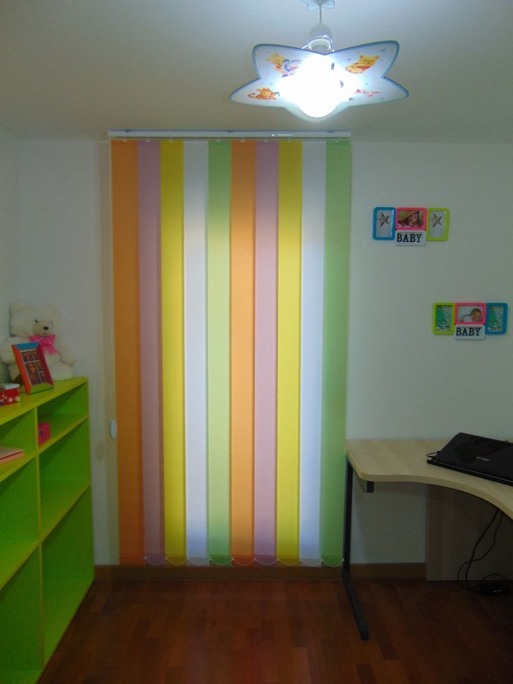 Cortinas verticales con tejido Resinado-Corti de Cortinadecor fabricadas a medida y con la combinación de colores que prefieras.