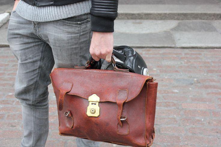 """SUPER SATCHEL"" #details #brownleather #manbag #streetstyle"