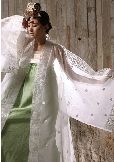 Korean traditional dress (hanbok) by Sung Si-Ne