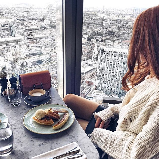 Yesterday's breakfast situation on the 40th floor 🙌🏻 | FYI I had the caramelised banana waffles with homemade chocolate spread and ice cream and it was ah-mazing 👌🏻