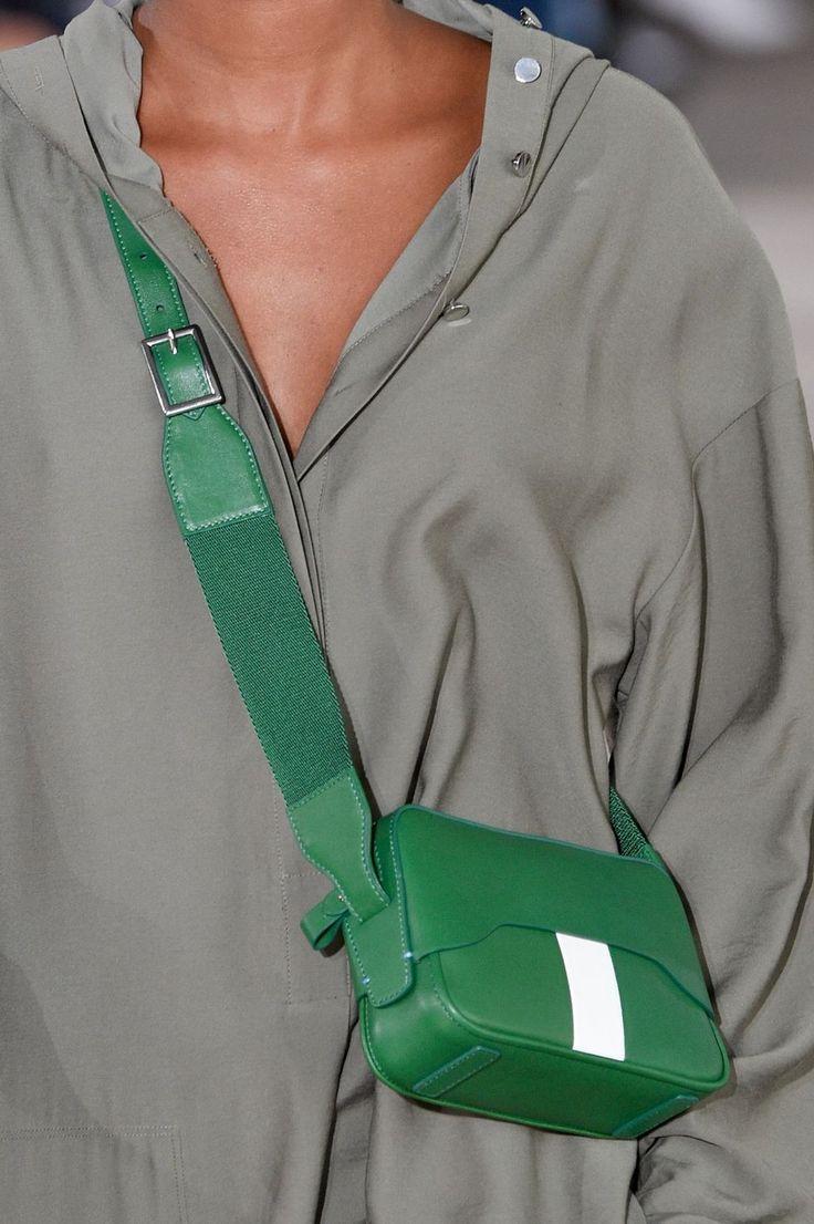 http://www.elle.com/fashion/trend-reports/g12199840/spring-bag-trends-2018/?slide=37