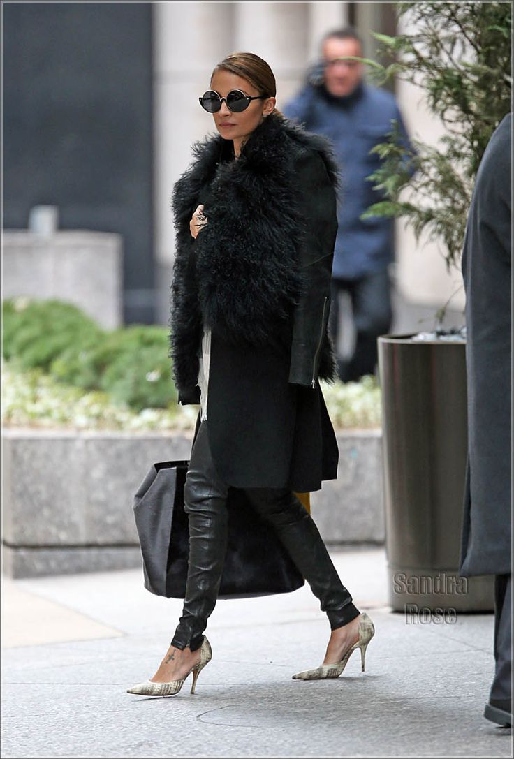 sleek, yet rock & rollFashion, Nicole Richie, All Black, Chic, Style Inspiration, Street Style, Style Icons, Nicole Ritchie