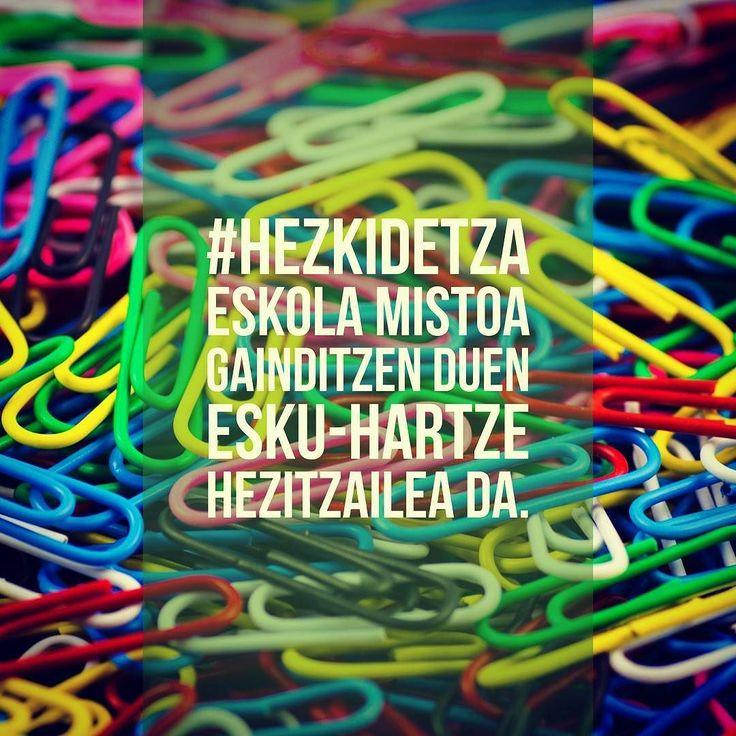 #Hezkidetza eskola mistoa gainditzen duen esku-hartze hezitzailea da.  #hezkuntza  #aipua #euskaraz #hezkeh