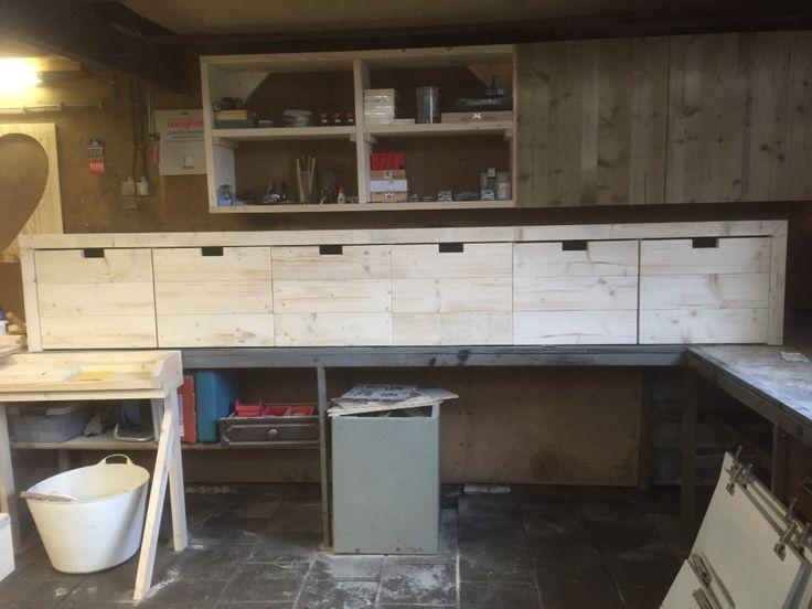 Wandkast met 6 rolboxen gemaakt van steigerhout