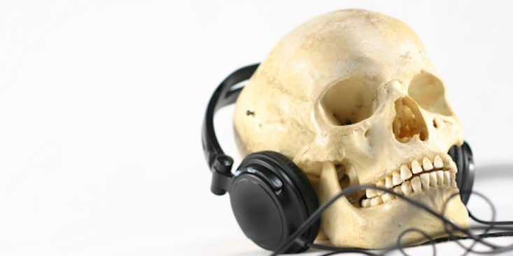 7 Spooky Songs To Add To Your Workout Playlist To Get You In The Halloween Spirit