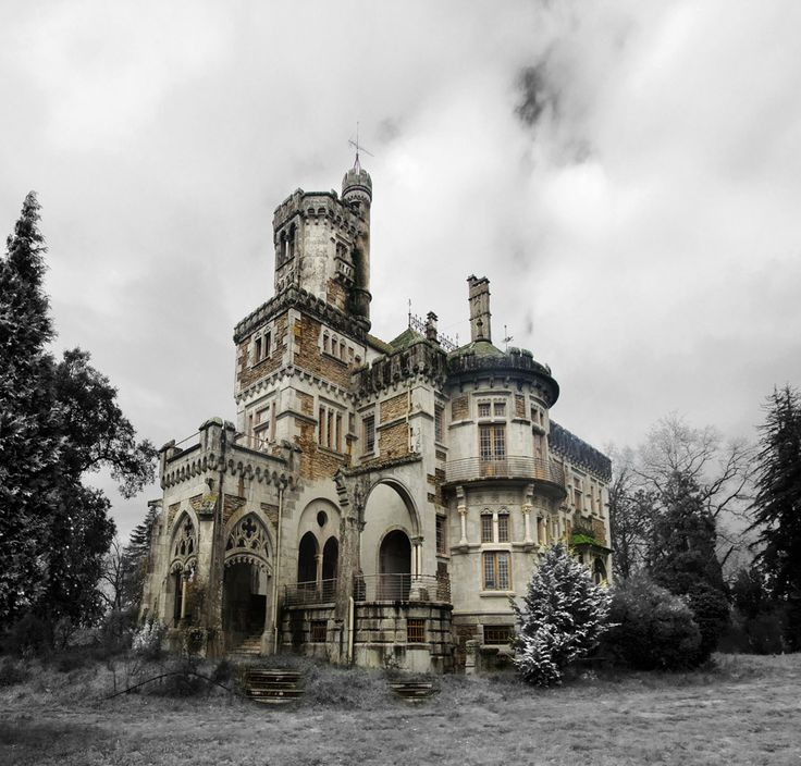 The Castle of Dona Chica, Palmeira - Braga, Portugal Photos: Ruin'arte