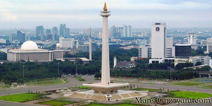 Jakarta memiliki luas sekitar 661,52 km² (lautan: 6.977,5 km²), dengan penduduk berjumlah 10.187.595 jiwa (2011). Wilayah metropolitan Jakarta (Jabotabek) yang berpenduduk sekitar 28 juta jiwa, merupakan metropolitan terbesar di Asia Tenggara atau urutan kedua di dunia.