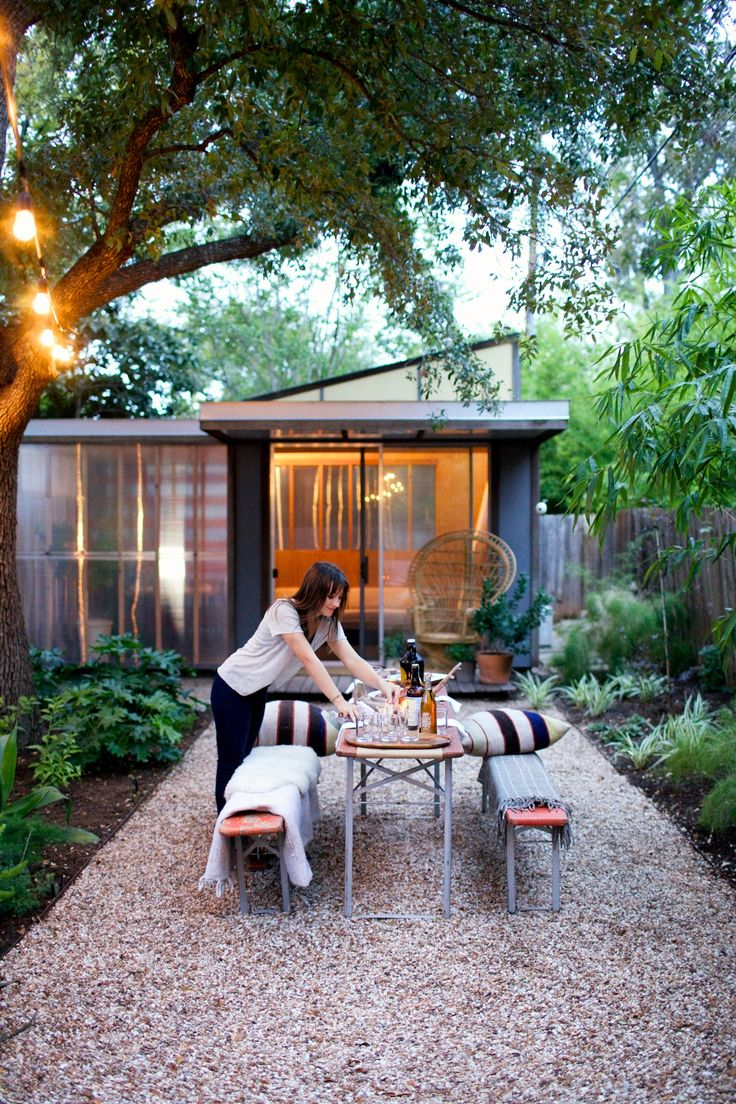 modern, outdoor entertaining space. Love the pebble