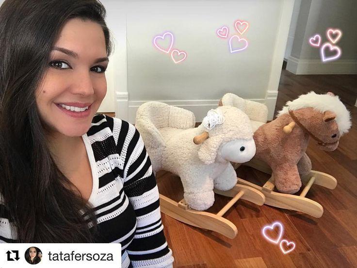 #Repost @tatafersoza (@get_repost) ・・・ Fazendo novas amizades! Rsrs MUITO APAIXONADA.. ovelhinha (com laço e tudo) pra Melinda e cavalinho pro Teodoro!!!!! Coisa mais fofa gente.. já fico imaginado os dois brincando juntinhos.. 💗💙 #InvençõesDaLu #MamaluSempreArrasandoNasFofurices @mamaluboutique  E  E nossos Bichinhos de balanços continuam um sucesso .... para orçamentos  no (11)3088.8949 ou contato@mamalu.com.br !! #enxovaldebebe #babydecor #babyroom #instababy #instakids #quartokids…