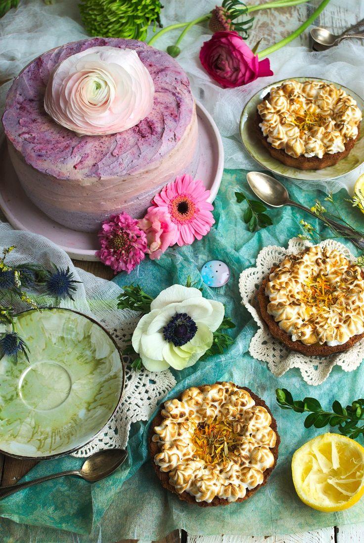 Fruit cake. Alice in Wonderland. Tort owocowy.  #cake #cakedecoration #nakedcake