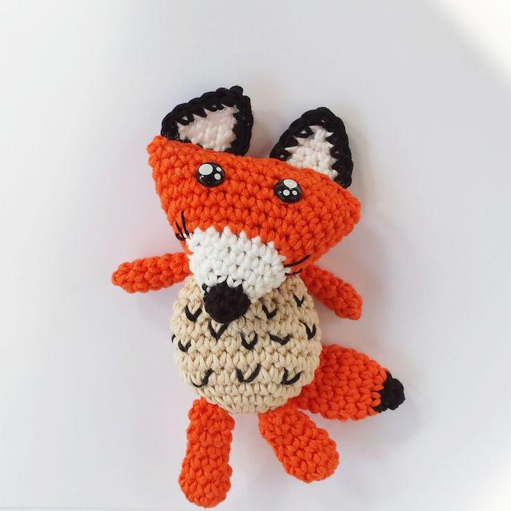 """Per gli amanti del """"Piccolo Principe"""" e delle volpi è disponibile su fabcroc.com lo schema uncinetto per realizzare la volpe amigurumi - fox crochet pattern"""