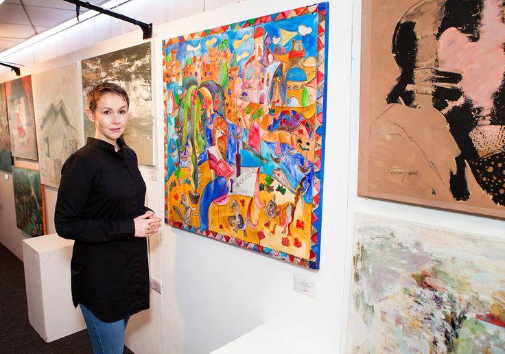 Prywatnie na wystawie moich znajomych ale zawsze z aparatem! https://www.youtube.com/watch?v=kVB9q1mDNWA Otwarcie wystawy Banku Hapoalim w Tel Aiwie - na tle obrazu Anna Mansohn. #KaśkaSikora #Katarzyna #SIkora #KatarzynaSikora #wystawy