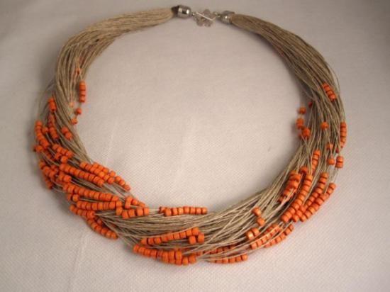 collar de lino cuentas de madera naranja  lino natural,madera lacada chocolate,metal plateado engarzado,anudado