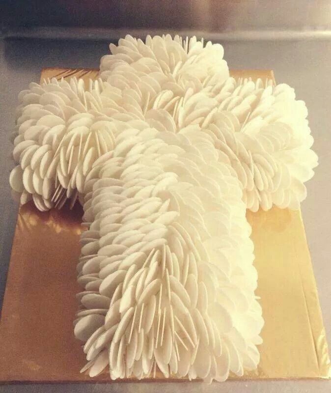 Pastel decorado con obleas de Maruu Rios, ideal para primera comunión