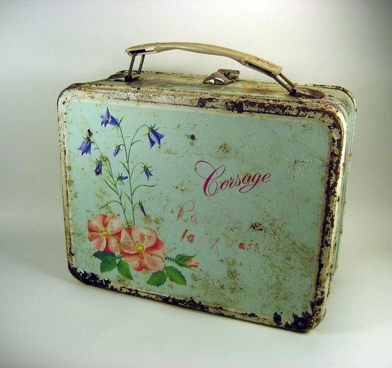 feminine vintage lunchbox, pretty!