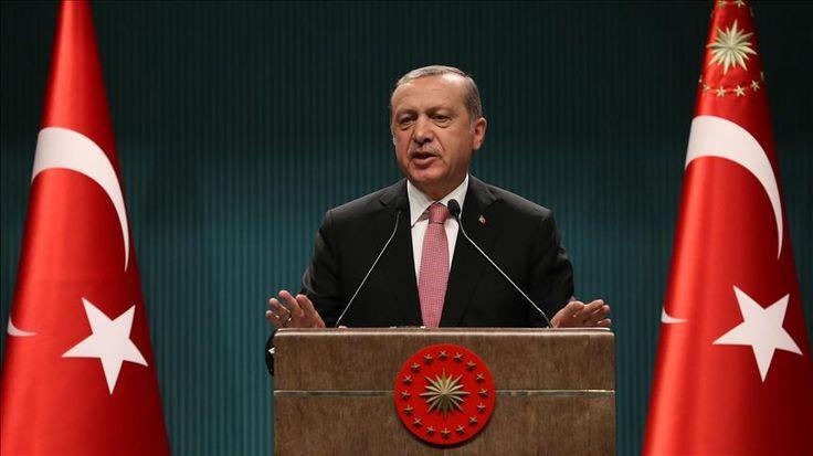 Paska Kudeta Gagal Presiden Erdogan Umumkan Keadaan Darurat Turki Selama Tiga Bulan  ANKARA (SALAM-ONLINE): Presiden Turki Recep Tayyip Erdogan pada Rabu (20/7) mengumumkan keadaan darurat nasional negaranya selama tiga bulan setelah kudeta gagal Jumat (15/7) malam menewaskan ratusan orang dan melukai lebih dari 1.500 lainnya.  Berbicara di komplek kepresidenan setelah pertemuan dengan Dewan Keamanan Nasional dan Kabinet yang pertama sejak upaya kudeta gagal itu Erdogan mengatakan negara…