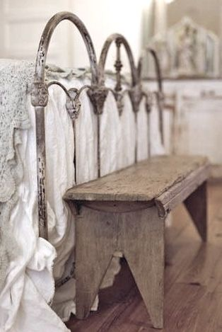 gorgeous iron bed // farmhouse shabby chic style