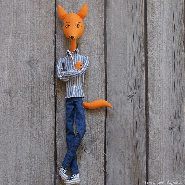 Ещё один лис появился, и тут же исчез, не успели им налюбоваться, лишь одно фото на память оставил, такой стремительный :-) #лиса #игрушки #кукла #handmade #fox #doll #toy #tanushkini_igrushki