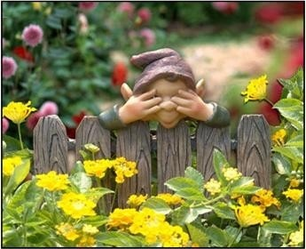 """Chea FENCE GNOME PEEKING 8 IN.""""CHAD """" GARDEN STAKE SEE NO EVIL YARD DECORATION ELF"""