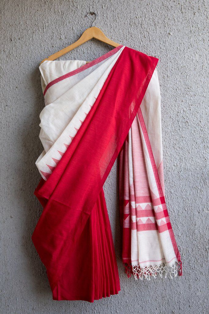 This saree is extremely comfortable and feathery light, from West Bengal. The warp is mill yarn while the weft is handspun khadi. The color combination is rich