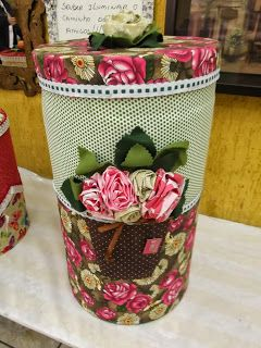 Claudia Arte e Telas: Trabalhos com tecido barricas, caixotes e carretéis