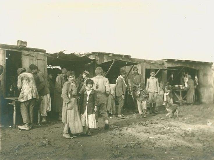 Jinin - جنين: Jinin - Late 19, principios del 20 c. 25 - soldados turcos y los árabes palestinos en un mercado de cerca de Jinin, alrededor del año 1917,