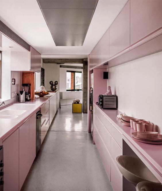Casinha colorida: Um apartamento com cobre e Rosa Quartzo