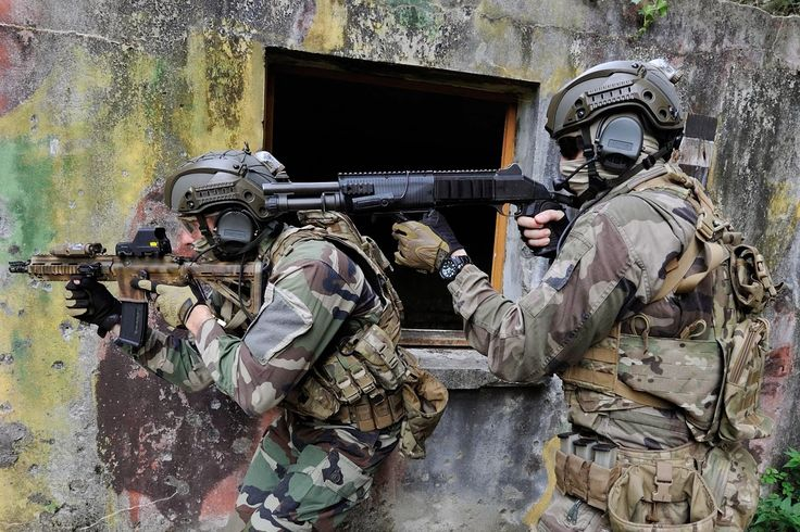 French special commandos from 1er RPIMa (1er Régiment Parachutiste d'Infanterie de Marine). 1er RPIMa is a special unit integrated in the COS for Commandement des Operations Special #SpecialForce