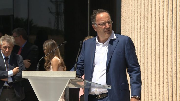 Abucheos al portavoz de Cristiano Ronaldo: Sin vergüenza, Payaso, tongo...  http://www.ledestv.com/es/noticias/noticias-de-espana/video/abucheos-al-portavoz-de-cristiano-ronaldo-sin-verg%C3%BCenza-payaso-tongo.../3769 #FelizLunes #RealMadrid #CR7
