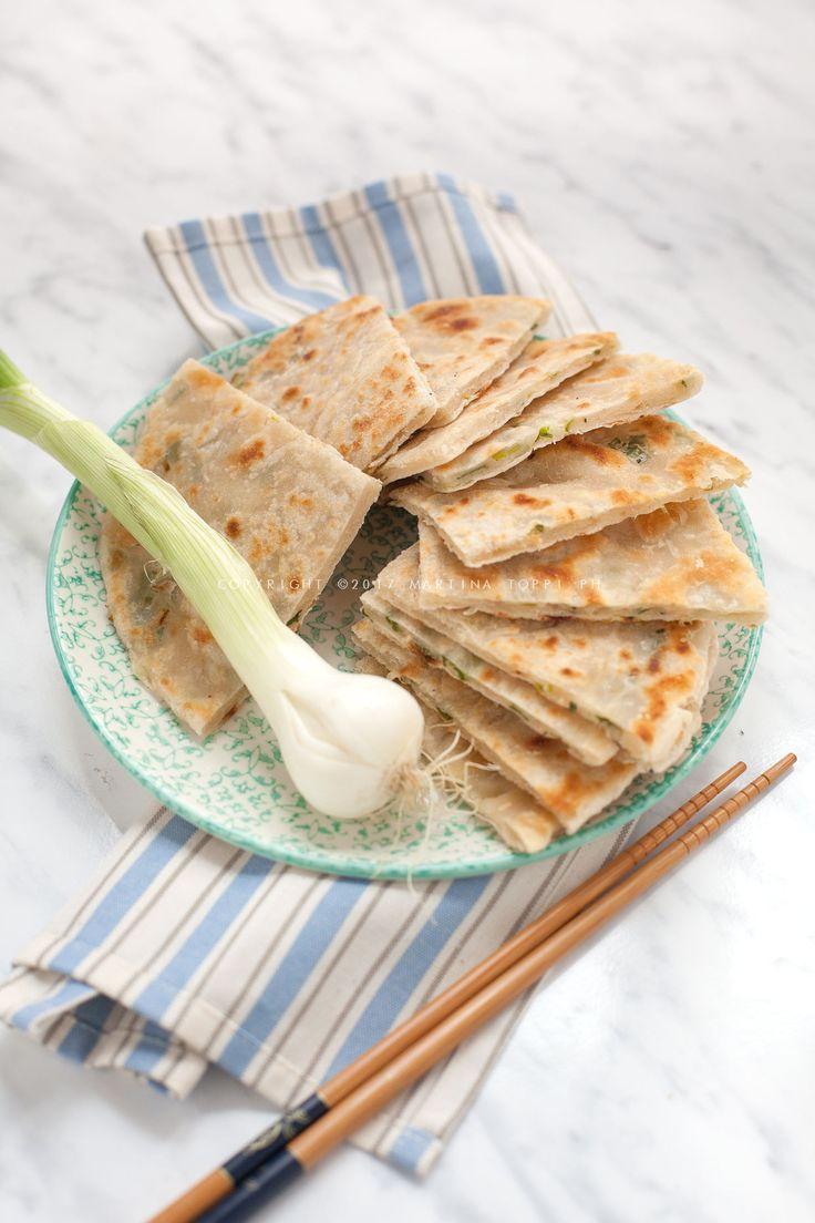 In Cina i cong you bing sono uno street food da gustare per strada, ma vengono anche serviti assieme a delle portate durante i pasti.