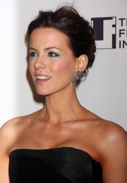 Kate Beckinsale Photos - Celebrities at the New York premiere of 'Everybody's Fine', AMC Lincoln Square, New York City, NY. - 'Everybody's Fine' New York Premiere 2
