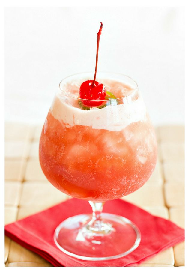 Singapore sling gin cherry liqueur cointreau drambuie for Cherry bitters cocktail recipe