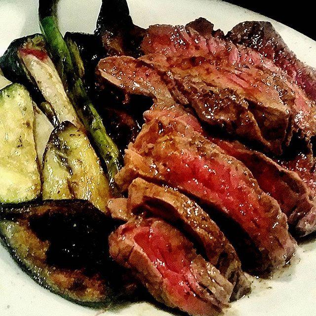 牛ランプステーキ、美味そうだったのでついつい写真を。 これはオーストのランプですが、明日は和牛のランプが届く予定ですよー!  #三島#グリーンルーム#greenroom#肉#牛肉#ランプ#ステーキ#野菜