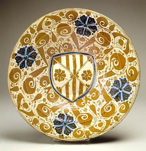 Dish SPAIN, MANISES About 1450-1475 Earthenware, underglaze blue and overglaze lustre decoration, opaque glaze 7.6 cm (h.), 43.1 cm (diam.)