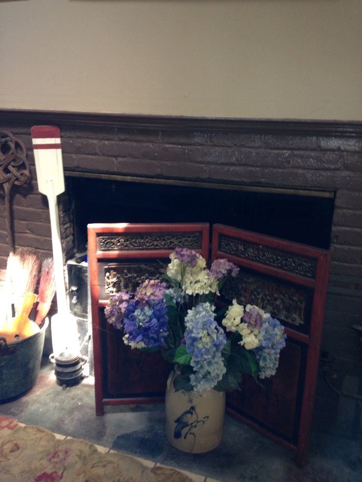 Sleeping summer fireplace decorated with asian antique for Decorate old fireplace