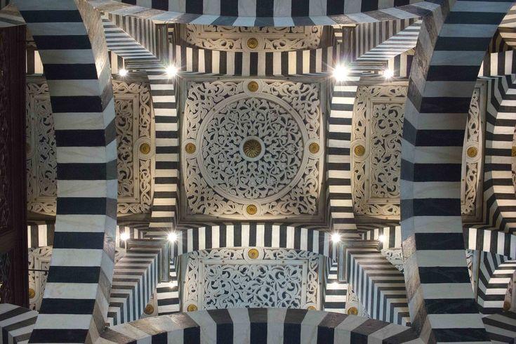 Rocchetta Mattei castle Bologna - Cordoba's cathedral room