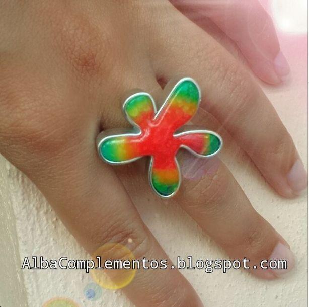 anillo flor o muñequito multicolor #anillo #flor #muñeco #multicolor #hechoamano #handmade #AlbaComplementos #accesorios #bisuteria #complementos