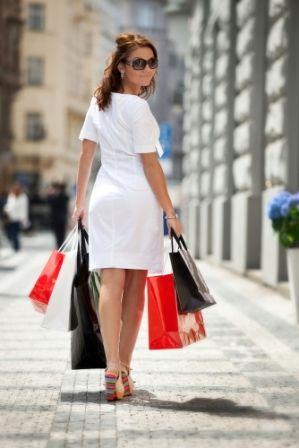 go2prague.com Shopping high street, Prague. Bags get heavier... ;-)