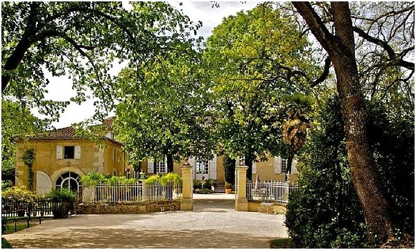 Chateau Lartigolles, read more http://www.frenchweddingstyle.com/summer-wedding-venues-in-france/