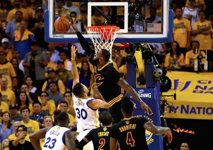 LeBron James Bullies Stephen Curry With Huge Block, Both Exchange Words   Obsev