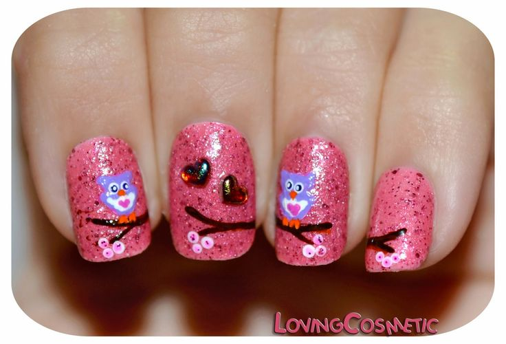 http://lovingcosmetic.blogspot.com/2015/02/nail-art-buhos-enamorados.html