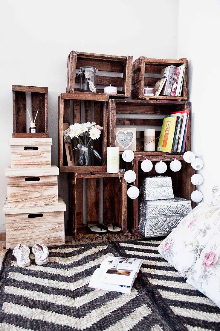 Convertir el caos en orden con  solo 6 cajas. Monta una estantería a medida con las cajas de muy mucho.  #muymucho #muymuchopormuypoco #decoracion #cajas #orden