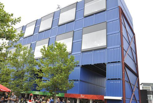 Recycled shipping containers as buildings batiments Immeuble container