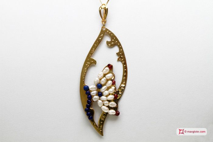 Leaf with Butterfly Pendant [Pearls, Lapis, Garnet] in Gold Plated Silver - Pendente Foglia con Farfalla [Perle, Lapis, Granato] in Argento placcato Oro #jewelery #luxury #trend #fashion #style #italianstyle #lifestyle #gold #store #collection #shop #shopping  #showroom #mode #chic #love #loveit #lovely #style #all_shots #beautiful #pretty #madeinitaly