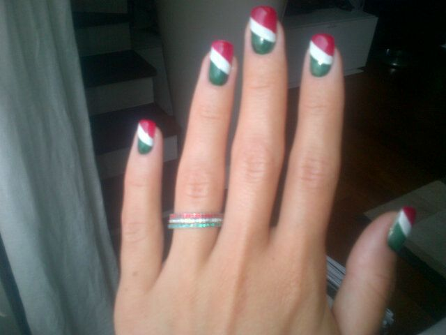 """Cristina DePin, fidanzata di #Montolivo  """"Mi sono fatta le #unghie #tricolore per una scommessa e visto che Riccardo è stato convocato ho mantenuto la promessa. Alle #unghie devo unire anche un #anello #tricolore che porta fortuna"""""""
